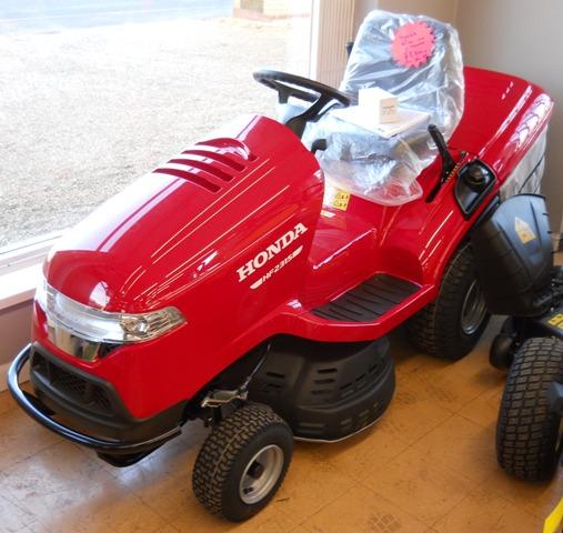 Honda HF2315HME Hydrostatic Garden Tractor 2